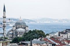 Moské som håller ögonen på Bosphorusen Royaltyfria Foton
