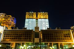 Moskau-Akademie der Wissenschaftsnahaufnahme mit einer Turmuhr stockfoto