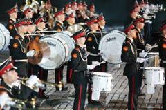 Schlagzeuger des Orchesters des Militärmusik-Colleges Moskaus Suvorov Stockbilder