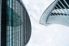 MOSKAU - 21. AUGUST 2016: Vertikale Ansicht, die oben Wolkenkratzern in Moskau-Stadt am 21. August 2016 in Moskau, Russland betra Lizenzfreies Stockfoto