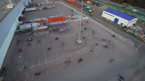 Moskau, das Radfahrerluftbrummen erfasst stock video footage
