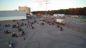 Moskau, das Radfahrerluftbrummen erfasst stock video