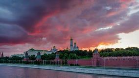 Moskau der Kreml bei Sonnenuntergang mit Zeitspanne der Verschiebenbewegung 4K stock video footage