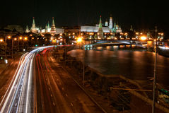 Moskau der Kreml bis zum Nacht Lizenzfreies Stockfoto