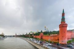 Moskau der Kreml im Regen Stockfotos