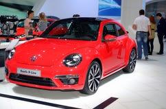 MOSKAU - 29 08 2014 - Des internationalen rote Autos Automobil-Salons Automobil-Ausstellungs-Moskaus auf Ausstellung in seinem ga Stockfotografie