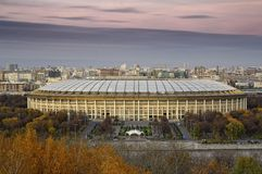 moskau Die großartige Sport-Arena Luzhniki stockfotos