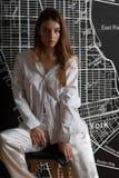 Moskau ein photoshoot im Studio mit dem reizend Mädchen stockbilder