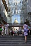 Moskau. Am Eingang Baumanskiy der Geschäftsmitte Lizenzfreies Stockbild