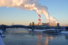 Moskau-Fluss im Winter Lizenzfreies Stockfoto