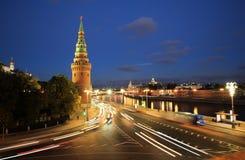 Moskau-Fluss und der Kreml am Abend, Moskau Stockfotografie
