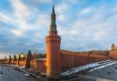 Moskau-Fluss und der Kreml-Damm am Winter Lizenzfreies Stockfoto