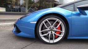 moskau Herbst 2018 Helles blaues Lamborghini Huracan parkte auf der Straße Autoräder und -bremsen schließen oben Weicher Fokus lizenzfreie stockfotografie