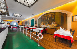 MOSKAU - JULI 2014: Innenraum des internationalen Kettenfischrestaurants Lizenzfreies Stockbild