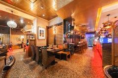 MOSKAU - JULI 2014: Innenraum eines Luxusrestaurants Lizenzfreies Stockfoto