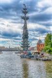 MOSKAU - 21. JUNI 2018: Monument ot Peter der Große, Architekt Zurab Tseretely stockfotografie