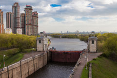 Moskau-Kanal. Kommunikationsrechner Stockfotos
