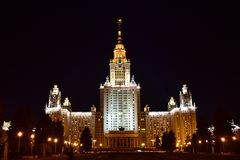 Moskau-Landesuniversität nachts stockfotografie
