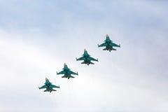 MOSKAU - 7. MAI: Düsenjäger nehmen schließlich Wiederholung der Parade teil lizenzfreie stockfotos
