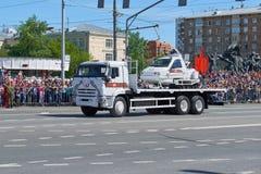 MOSKAU, MAI, 9, 2018: Feiertagsparade des großen Sieges von russischen Militärfahrzeugen: Kabinenschneemobil fahrung TTM-1901-40  Stockfotos