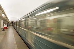 Moskau-Metrostation und -zug Stockbild