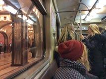 Moskau-Metrozug stockbilder