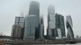 moskau Neue Architekturhohe gebäude Evolutionsturm in der Finanz- und Büromitte von Moskau-Stadt stock video footage