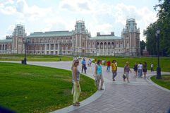 moskau Park Tsaritsyno Der großartige Palast Architekt Kazakov Acht eckige Türme Pseudo-Gothik Juli lizenzfreie stockbilder