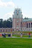moskau Park Tsaritsyno Der großartige Palast Architekt Kazakov Acht eckige Türme Pseudo-Gothik-Sommertag stockbild