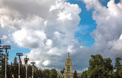 Moskau-Parksommer, Seifenblase stockbilder
