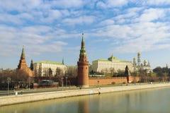 Moskau/Russland - 04 2019: Ansicht des Flusses Moskaus der Kreml und Moskaus lizenzfreie stockbilder