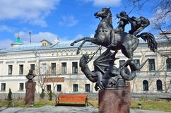 Moskau, Russland, April, 15, 2017 Das Monument nach St George vor dem Rosconcert in Potapovsky-Weg moskau Stockfotografie