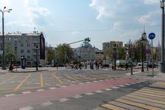 Moskau, Russland - 27. April 2019: Der Schnitt des nikitskiye Vorota-Quadrats und des Tverskoy-Boulevards stockbild