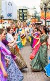 Hasen Krishna Mitglieder auf altem Arbat lizenzfreie stockfotos