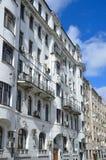 Moskau, Russland, April, 15, 2017 Hausnummer 9 in Arkhangelsky-Weg in Moskau Das Apartmenthaus von Grinberg, früh - Th 20 centur Lizenzfreie Stockfotos