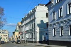 Moskau, Russland, April, 15, 2017 Russische Szene: Autos in Barashevsky-Weg im Frühjahr Stockfoto