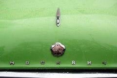 MOSKAU, RUSSLAND - 16. April 2016: sowjetisches Auto der Weinlese, Moskvich - Ausstellung 407 von Mosgortrans Lizenzfreie Stockbilder