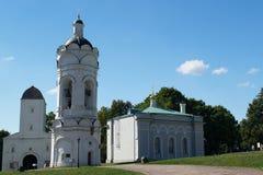 MOSKAU, RUSSLAND - 23. AUGUST 2015: der alte Glockenturm in Kolomenskoye-Park Lizenzfreie Stockfotografie