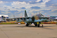 MOSKAU, RUSSLAND - AUGUST 2015: Kampfflugzeug Su-25 Frogfoot presen Stockfotografie