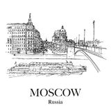 MOSKAU, RUSSLAND: Brücke des Hotels Balchug Kempinski und Bolshoy Moskvoretsky Moskva Fluss Lizenzfreie Stockfotografie