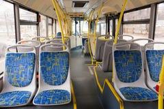Moskau, Russland: Der Innenraum der öffentlichen Transportmittel des Busses in Moskau Lizenzfreies Stockbild
