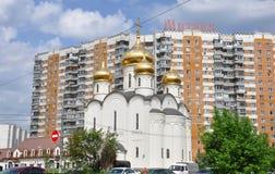 MOSKAU, RUSSLAND - 05 29 2015 Der Tempel zu Ehren des Gesamt-barmherzigen Retters in Mitino Lizenzfreie Stockbilder