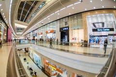 Moskau, Russland - 10. Dezember 2017: Columbus-Einkaufszentruminnenraum mit fisheye Effekt lizenzfreies stockbild