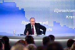MOSKAU, RUSSLAND - 23. DEZEMBER: Der Präsident der Russischen Föderation Vladimir Vladimirovich Putin eine jährliche Pressekonfer Stockbild