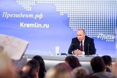 MOSKAU, RUSSLAND - 23. DEZEMBER: Der Präsident der Russischen Föderation Vladimir Vladimirovich Putin eine jährliche Pressekonfer Stockfotografie