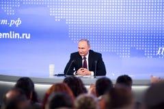 MOSKAU, RUSSLAND - 23. DEZEMBER: Der Präsident der Russischen Föderation Vladimir Vladimirovich Putin eine jährliche Pressekonfer Lizenzfreie Stockfotografie