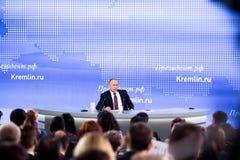MOSKAU, RUSSLAND - 23. DEZEMBER: Der Präsident der Russischen Föderation Vladimir Vladimirovich Putin eine jährliche Pressekonfer Stockbilder