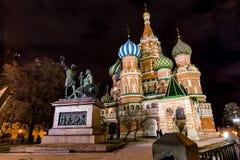 MOSKAU, RUSSLAND - 25. Dezember die Kathedrale des Basilikums auf rotem Quadrat Stockbilder