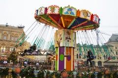 MOSKAU, RUSSLAND - Dezember 2017: Karussell in der Mitte von Moskau, hergestellt im Rahmen der Festival ` Reise zu Ch Stockfotografie