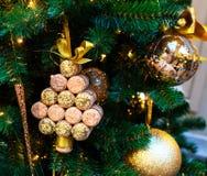 MOSKAU, RUSSLAND - 3. DEZEMBER 2017: Neues Jahr ` s Baum von Abrau Durso Neues Jahr ` s und Weihnachtsdekoration des GUMMIS herei Lizenzfreie Stockfotografie